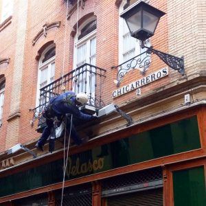 Trabajos verticales Dalí. Reparación, mantenimiento de monumentos y patrimonio.