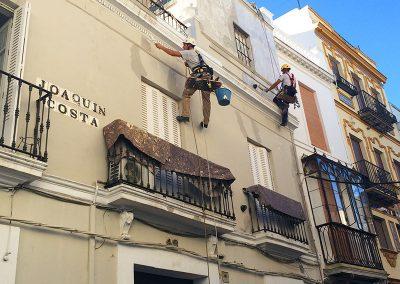 Trabajos verticales Dalí. Arreglo de fachada.