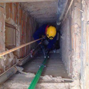 Trabajos verticales Dalí. Reparaciones en espacios confinados.