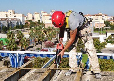 Trabajos verticales Dalí. Rehabilitación de fachada.