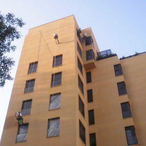 Trabajos verticales Dalí. Rehabilitación de fachadas y patios. Impermeabilización de fachadas.