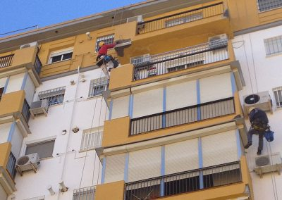Rehabilitación de fachada. Dalí trabajos verticales